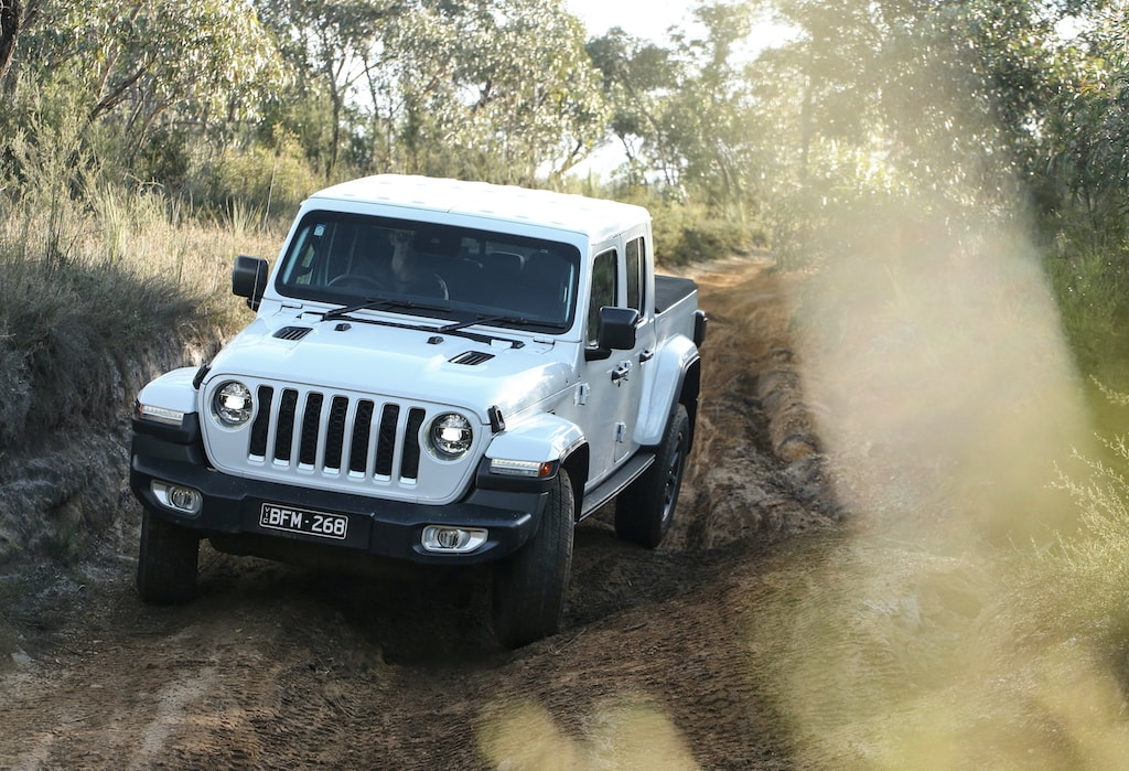 MotoFomo Reviews the Jeep Gladiator Overland